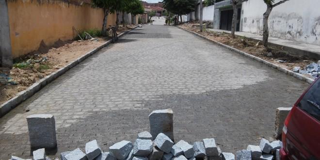 Concluída à pavimentação da rua Caetano Edson da Silva