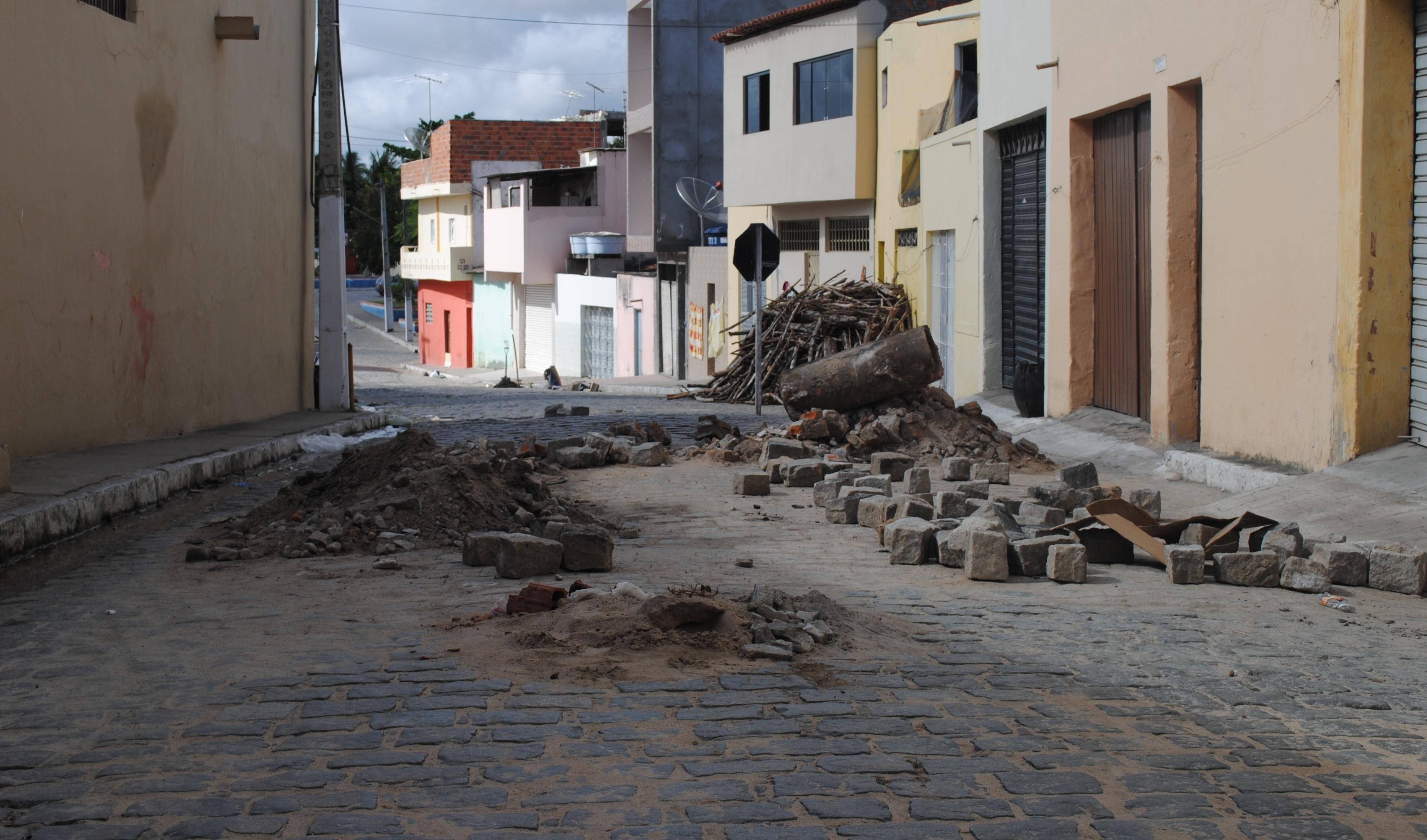 Recuperação de paralelepípedo da Rua Agamenon Magalhães (Foto: Adriano Amaro - Ascom/PMC)