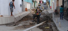 Trechos de calçamento das Ruas Agamenon Magalhães e Pedro Sucena estão sendo recuperados