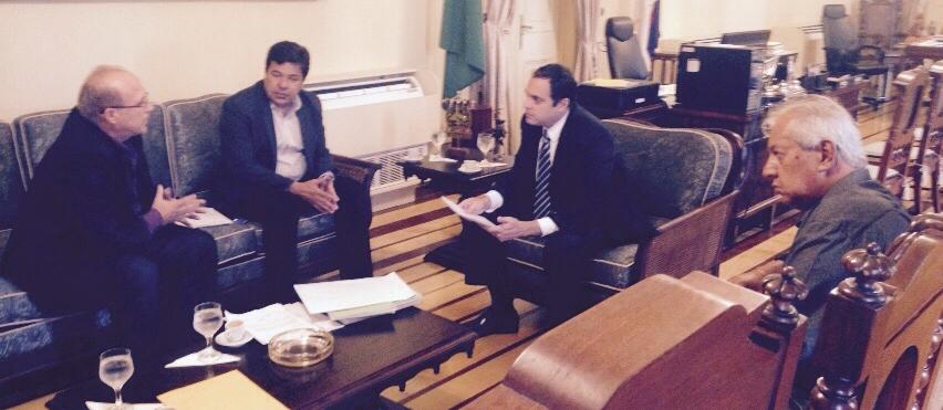 Prefeito Sandoval Luna, Deputado federal Mendonça Filho e o vereador, Alvani Feitoza em reunião com o governador, Paulo Câmera ( Foto: Arquivo Pessoal)