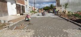 Mais duas ruas são contempladas com pavimentação