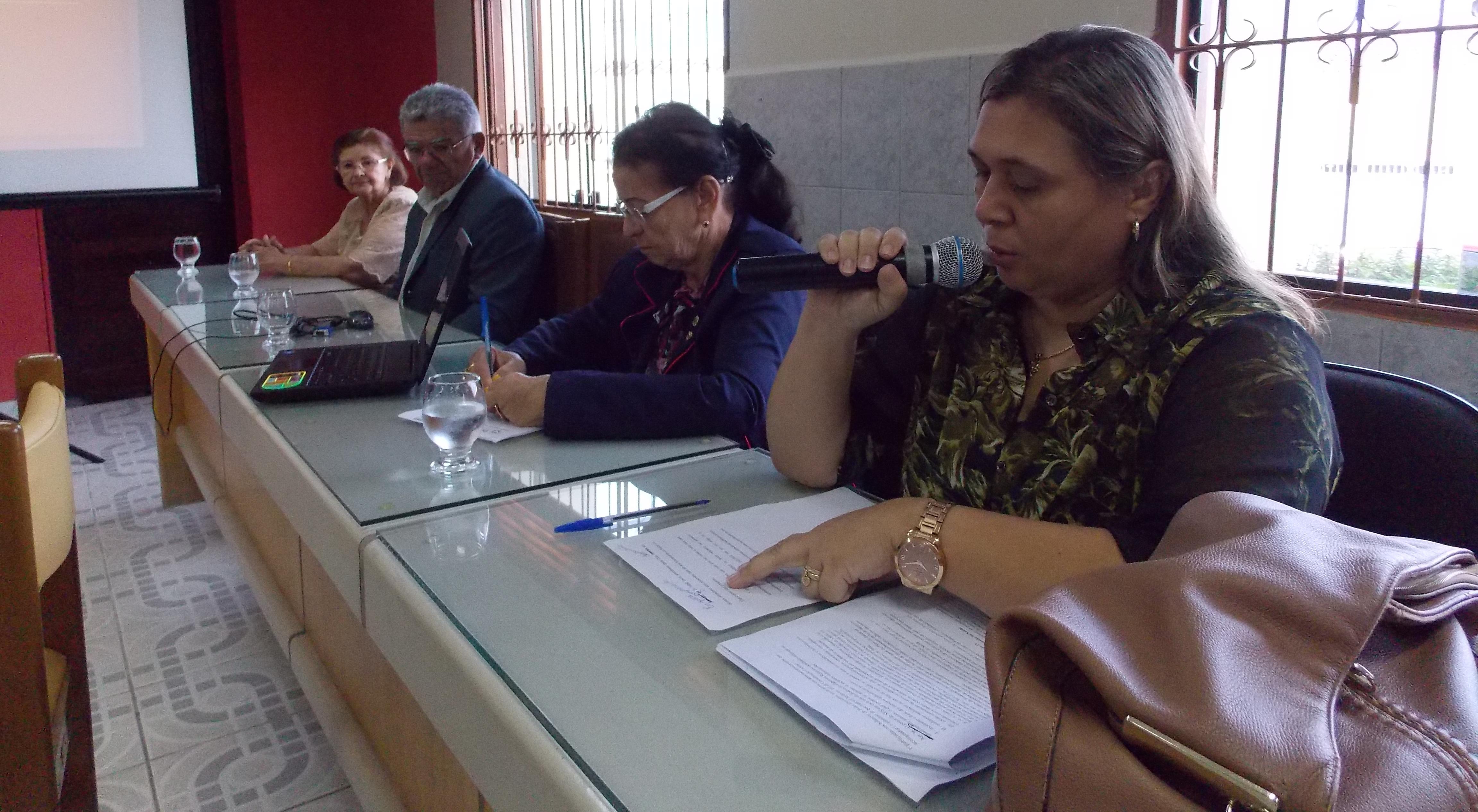 Secretária de saúde, Maria Iolanda iniciando a audiência. (Foto: Adelino Silva - Ascom/PMC)