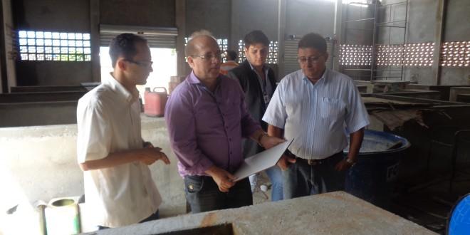 Prefeito Sandoval e o secretário de infraestrutura, André Martins, visitam Obras na cidade