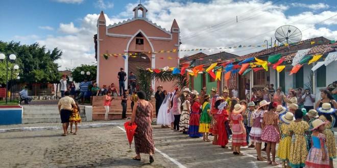 Escolas da rede municipal realizam festejos juninos