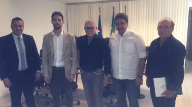O Prefeito José Maria se reúne com o Secretário de Defesa Social de PE