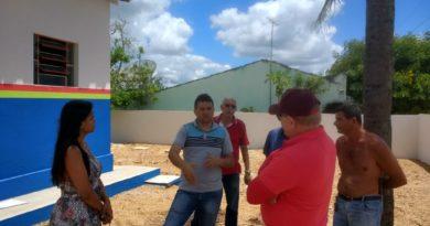 O Prefeito José Maria visita obras na zona rural e no bairro glória