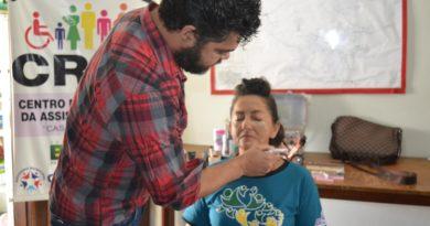 CRAS realiza curso de maquiagem para mulheres carentes