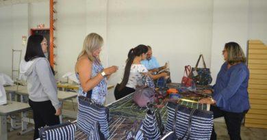 """Secretaria da Mulher desenvolve projeto """"Confecção de bolsas femininas"""""""