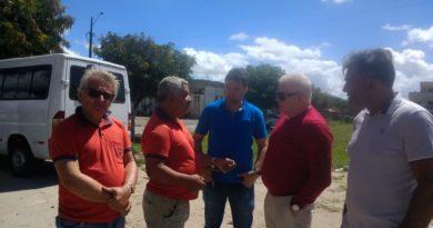 Prefeito José Maria conversa com os motoristas do Transporte Alternativo de Cupira
