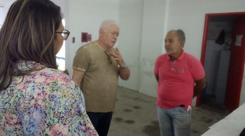 Prefeito José Maria Leite visita o Curso de Bolsa Feminina no CVT