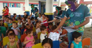 Programa Criança Feliz fala sobre a importância de frutas na alimentação infantil