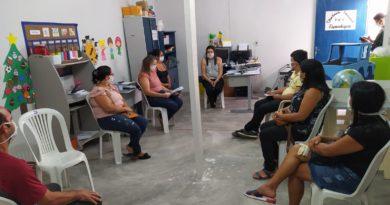 Membros do conselho de alimentação se reúnem para avaliação da entrega dos kits da merenda escolar