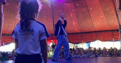 Mais de dois mil alunos de Cupira assistem espetáculo do circo com programação especial