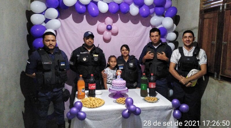 Garota fã da Guarda Municipal ganha festa surpresa de aniversário em Cupira